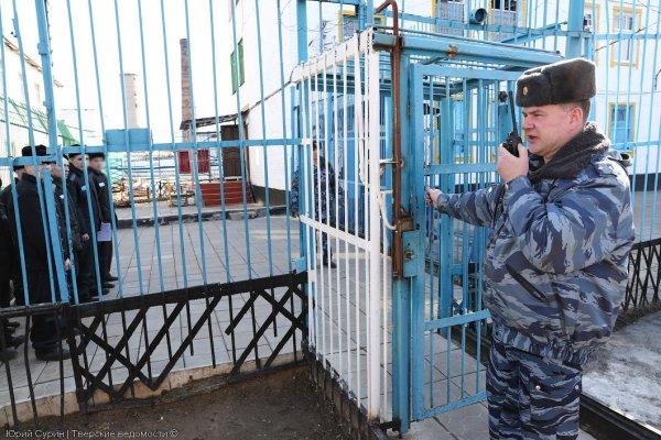 В Удмуртии мать заключенного заставили полностью раздеться в тюрьме