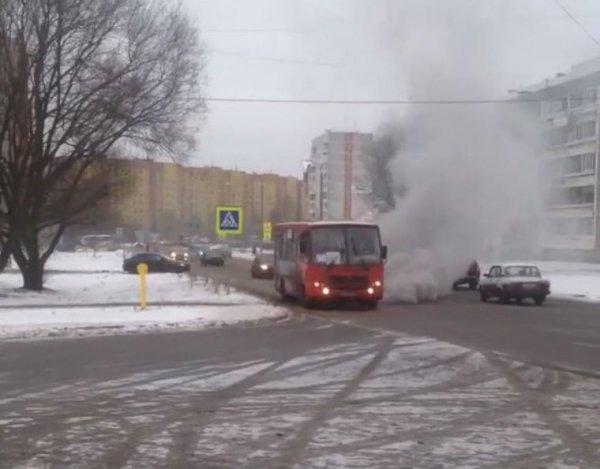 В Ярославле на фото попал дымящийся автобус из ада
