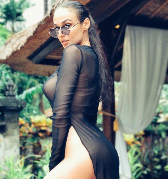 Она рекламирует очки или себя? Пользователи возмущены эротическими фото Водонаевой