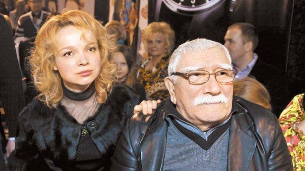 В ходе конфликта  Джигарханян защитил Цымбалюк-Романовскую