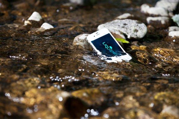 Рыбак нечаянно утопил смартфон и выловил его через пару дней