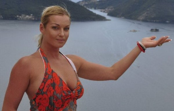 Обнаженная Анастасия Волочкова пообещала новые снимки шпагатов