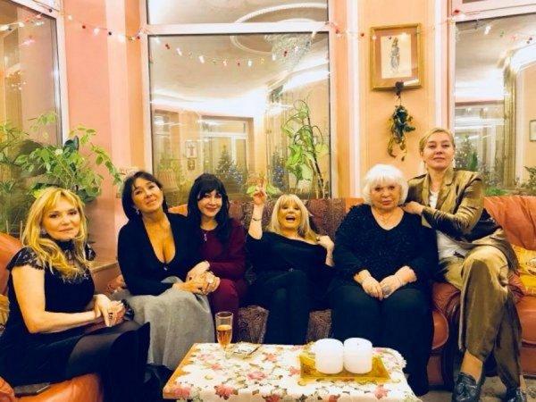 Алла Пугачёва захмелела от бокала вина: Что происходит с певицей?