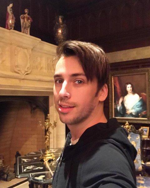 Нападение с топором произошло в родной школе Максима Галкина