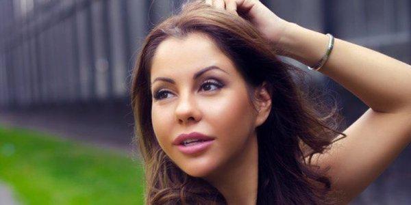 Елена Беркова окунулась в прорубь в сексуальном купальнике