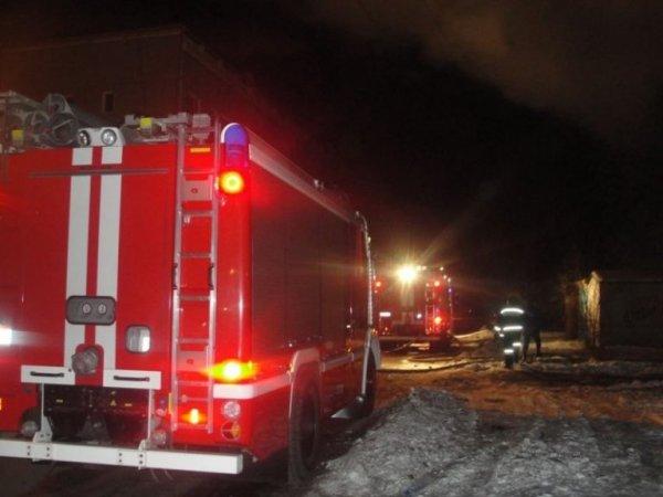 В Башкирии пожарные эвакуировали из горящего дома 56 человек