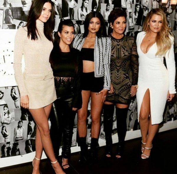 Семейство Кардашьян обнажилось в рекламе нижнего белья Calvin Klein