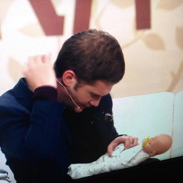 Борис Корчевников замахнулся на куклу младенца