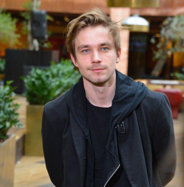 Актер Александр Петров рассказал про самые желанные роли и важные приметы