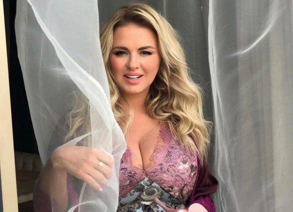 Анну Семенович раскритиковали за большую грудь и толстые бока