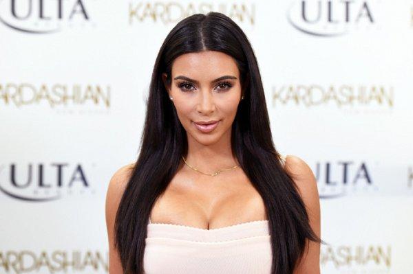 Ким Кардашьян опять удивила своим stories в нижнем белье