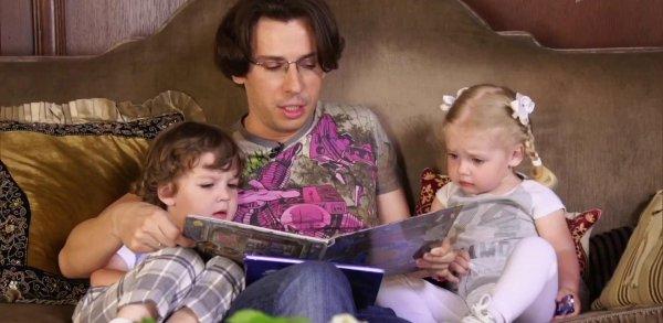 Дети Максима Галкина эмоционально переживают за участников шоу