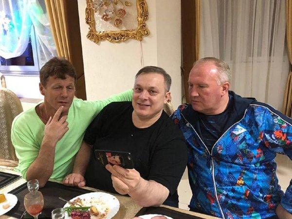 Продюсер «Ласкового мая» купил приемной бабушке машину-карету