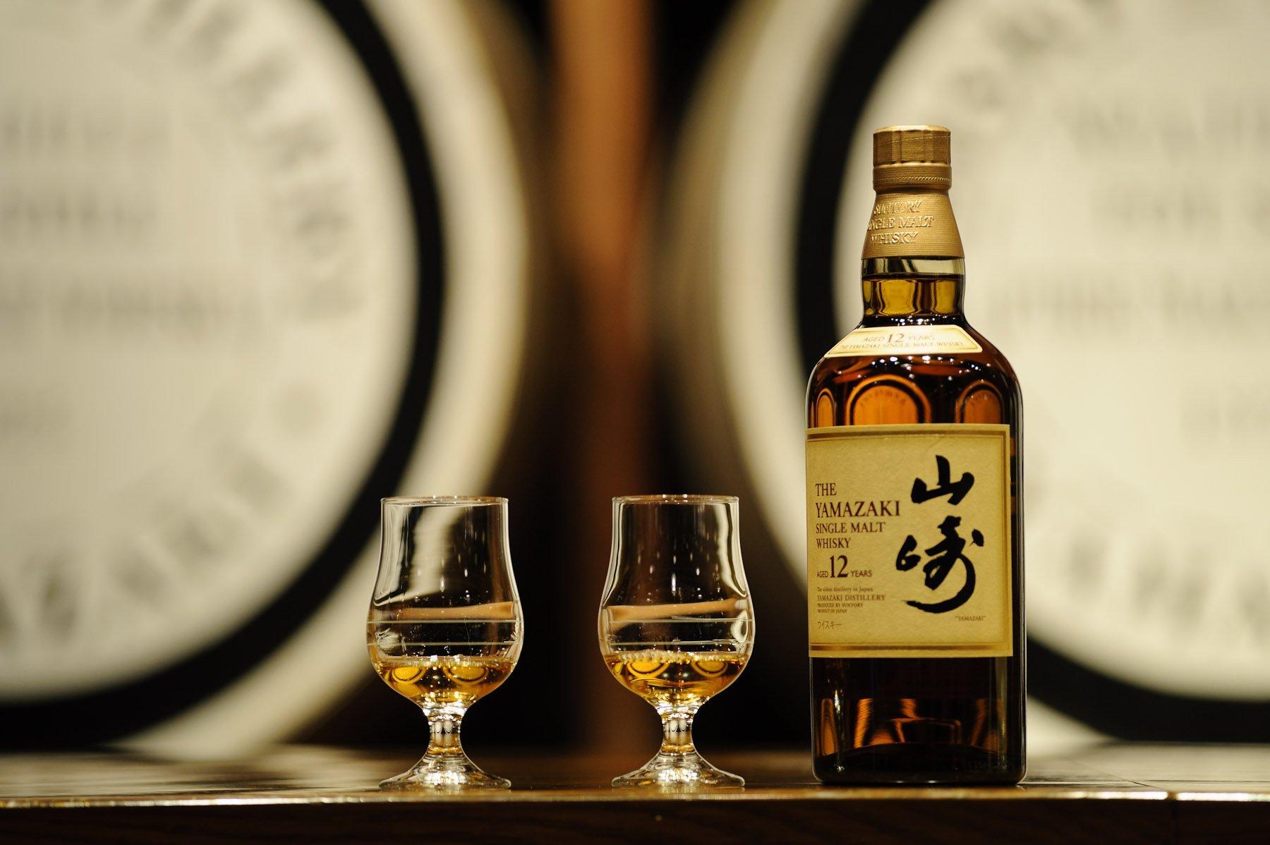 Бутылку премиального японского виски продали зарекордные 299 тыс. долларов