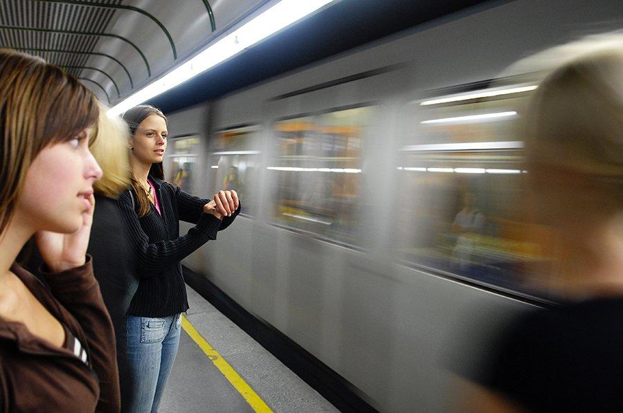 Извращенец узбек в метро