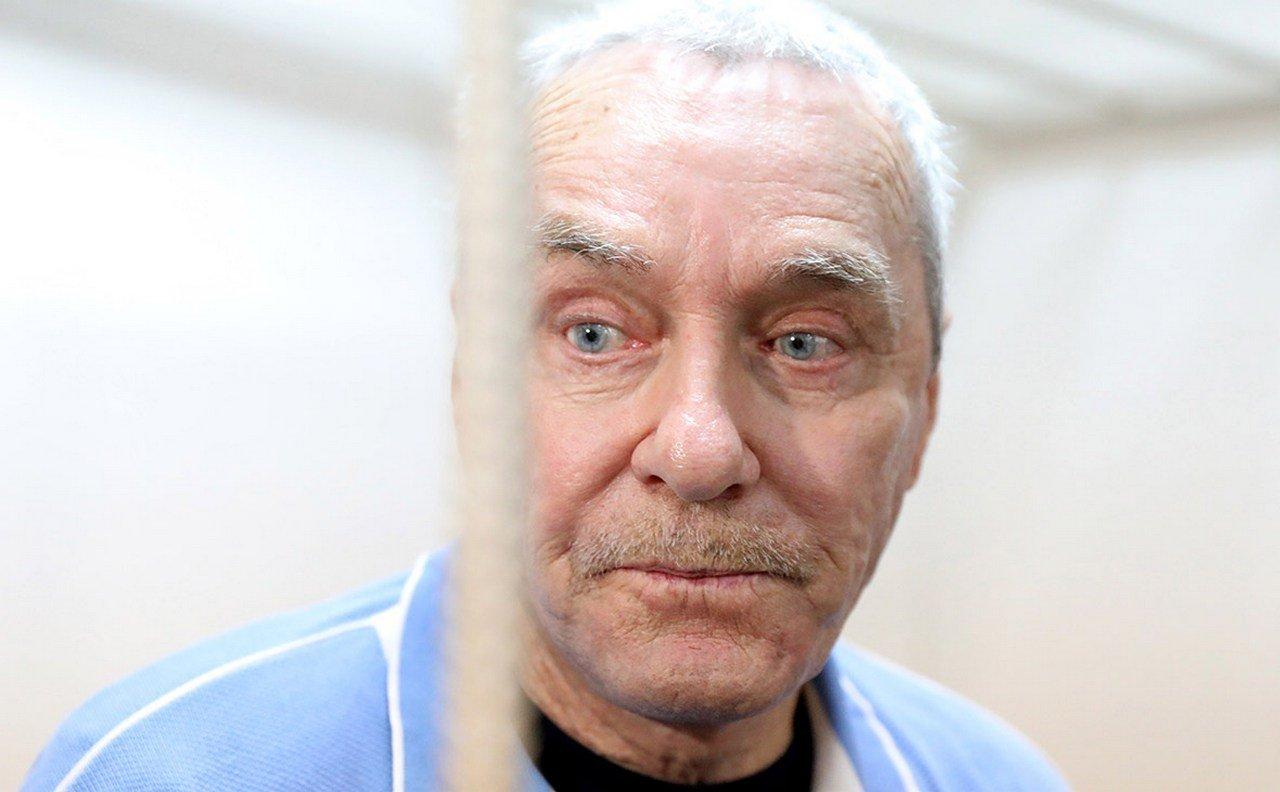 Отец полковника-миллиардера Захарченко сознался в трате средств
