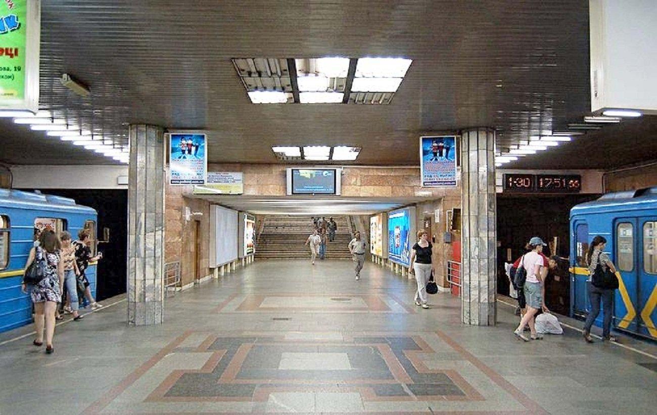 В Киеве переименовали станцию метро Петровка в Почайну