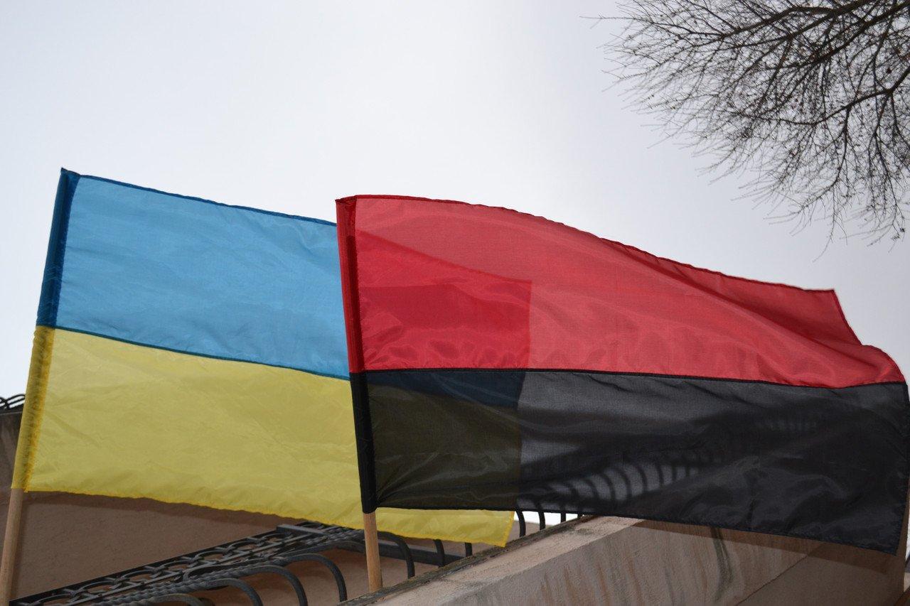 Поляк вУкраинском государстве хотел надругаться над «бандеровским» флагом, однако нетут-то было