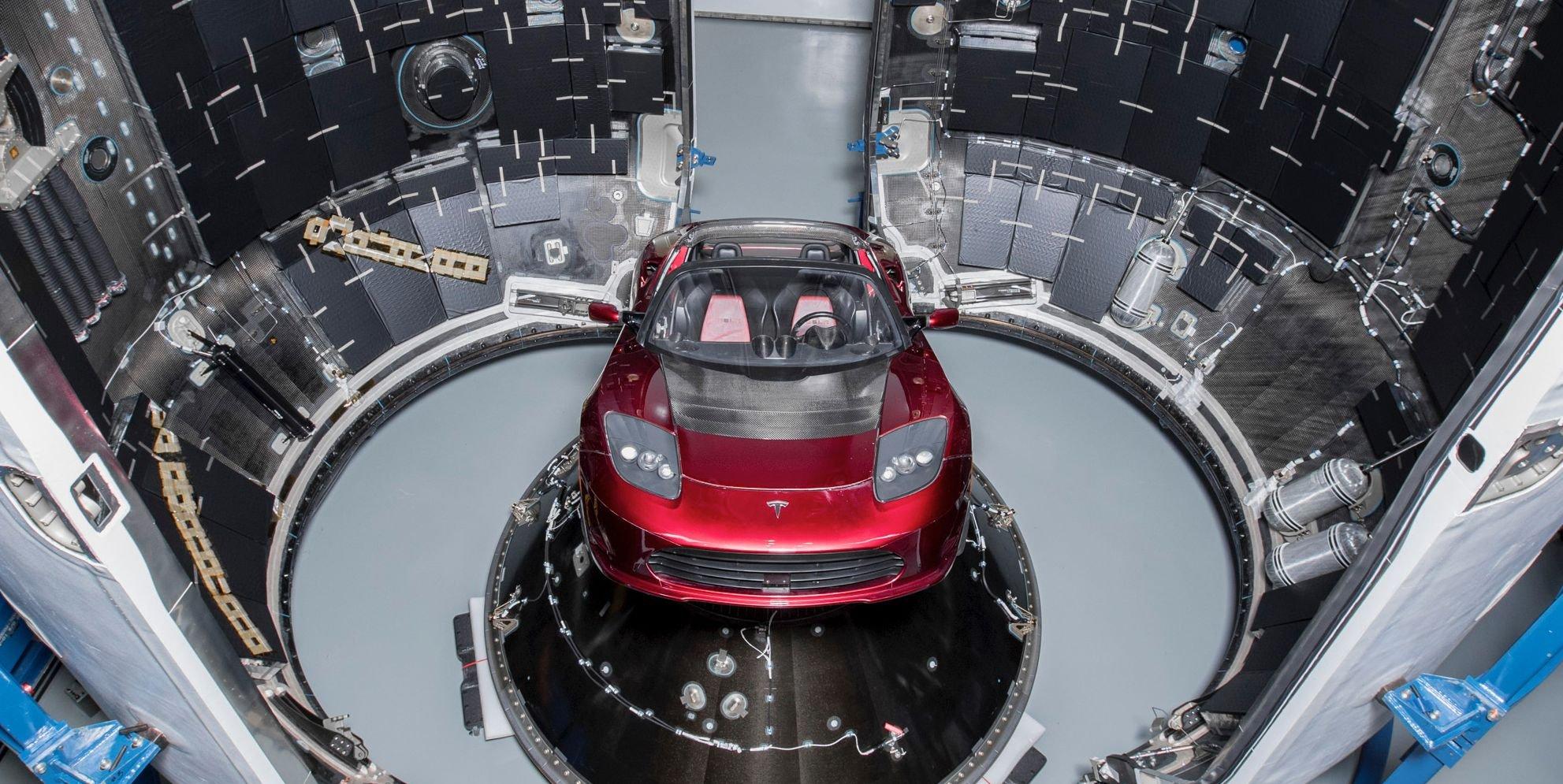 Запуск Tesla Roadster в космос не убедил общество плоской Земли