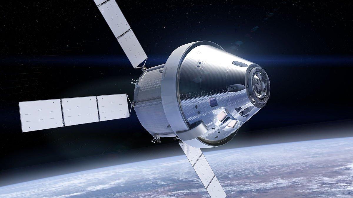 SpaceX отправит туристов вокруг Луны в 2018г