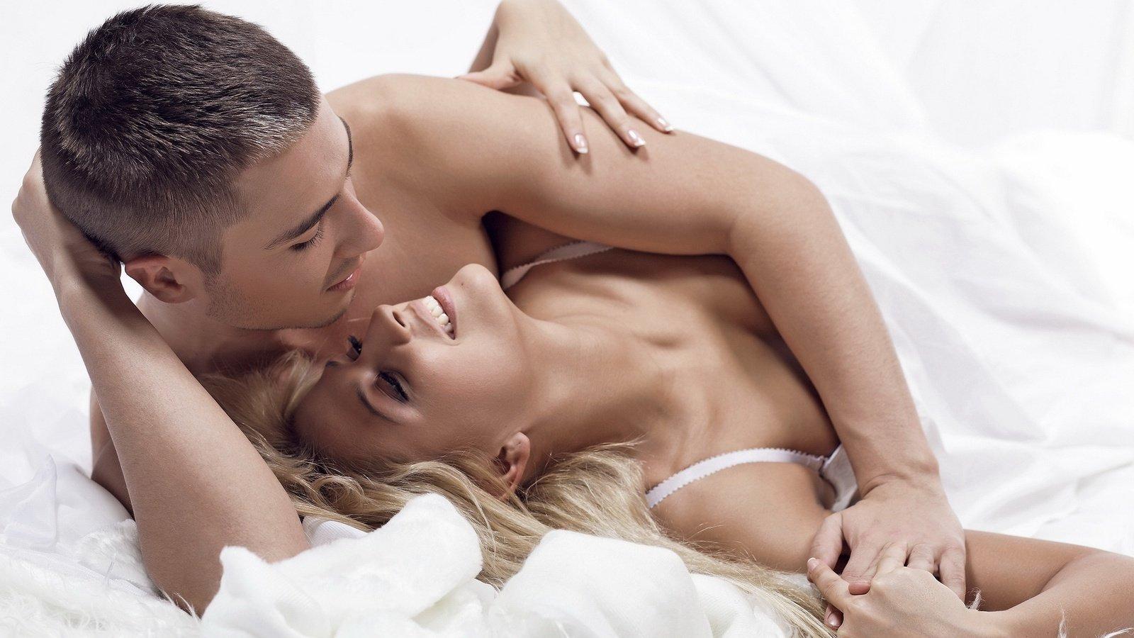 Ученые узнали, почему женщины стонут вовремя секса
