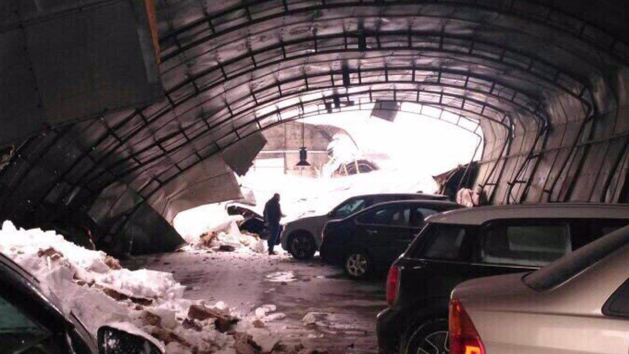 ВБалашихе при обрушении крыши наавтостоянке никто непострадал