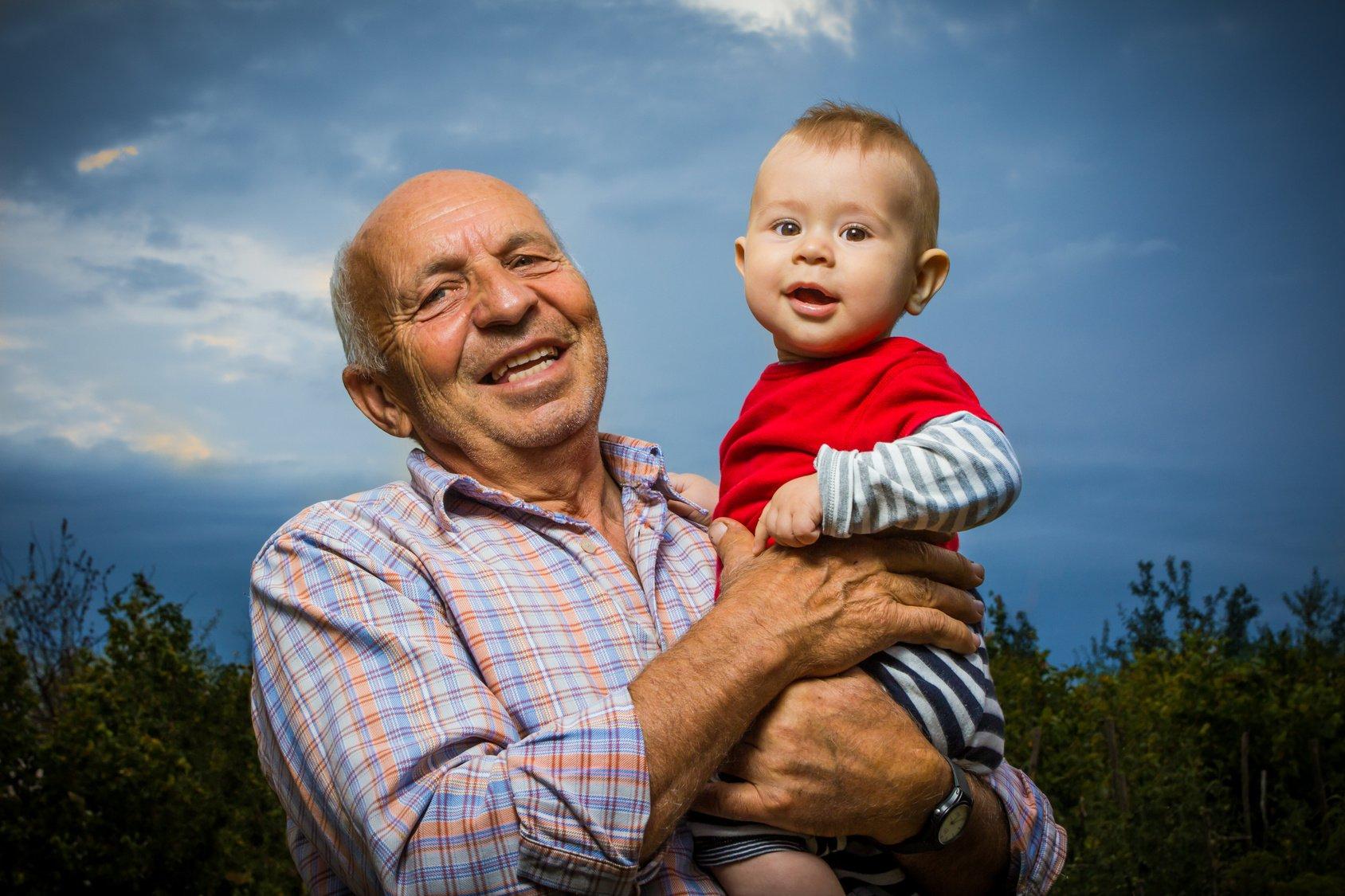 Картинки, картинки дедушка с внуками