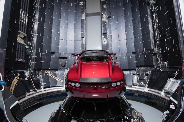 Tesla Илона Маска двигается к поясу астероидов