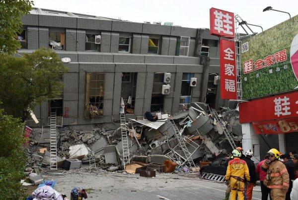Число жертв землетрясения на Тайване увеличилось