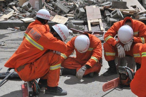 В Китае восемь человек погибли при обрушении автомобильной дороги