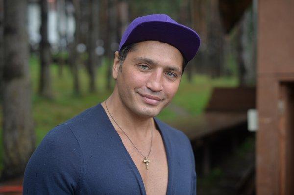 Рустам Солнцев из «Дома-2» копит деньги на суррогатную мать