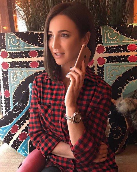 Ольга Бузова похвасталась своим фото на обложке глянца