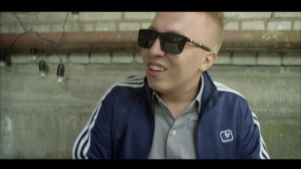 Известный рэпер Витя АК-47, выпустил новый клип-рекламу для кэшбэк-сервиса