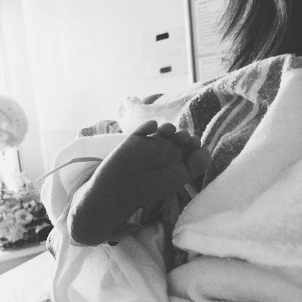 Аарон Пол показал фото новорожденной дочери в Instagram