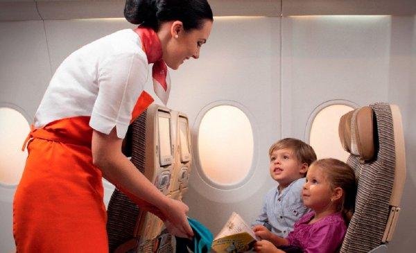 Британцы стыдятся поведения своих детей в самолетах