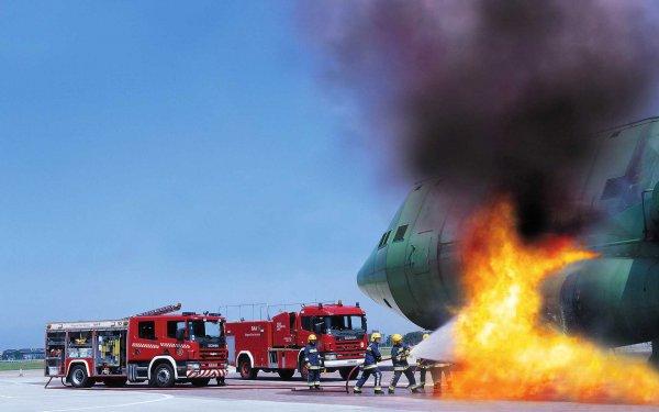 В Калифорнии загорелся самолет с пассажирами на борту