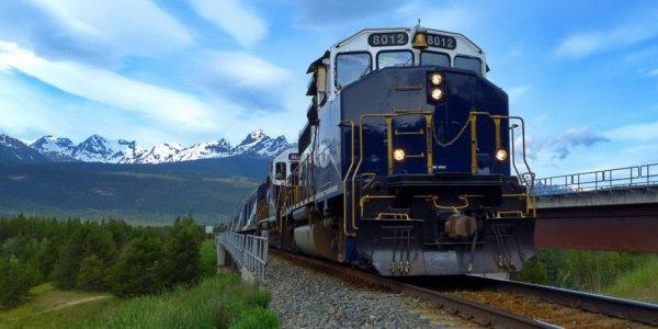 В США люди пострадали из-за схода грузового поезда с рельс