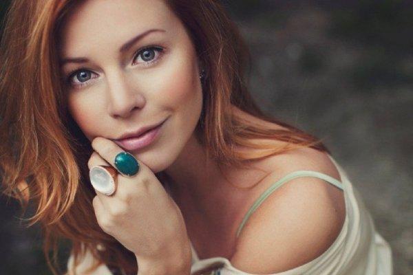 Фанаты раскритиковали Наталью Подольскую за перманентный макияж бровей
