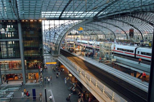 В Германии провели частичную эвакуацию железнодорожного вокзала Берлин-Восточный