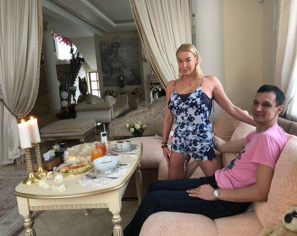 Тощего любовника Волочковой сравнили с женщиной