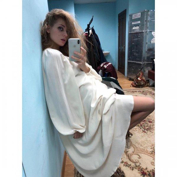 Кристина Асмус опубликовала «зеркальное» селфи в образе Офелии