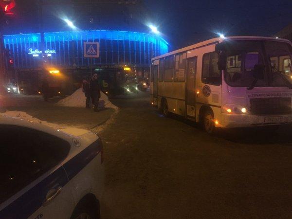 Ужасная маршрутка из ада разъезжает по дорогам Ростова
