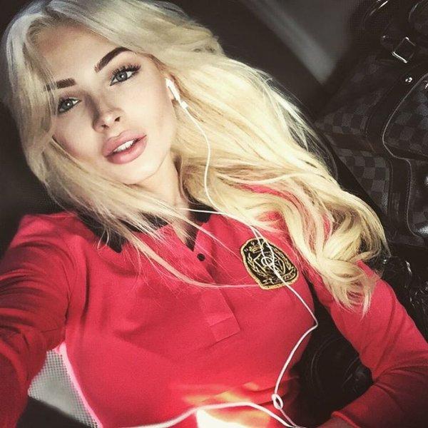 Алена Шишкова поздравила мужчин с 23 февраля эротическим снимком