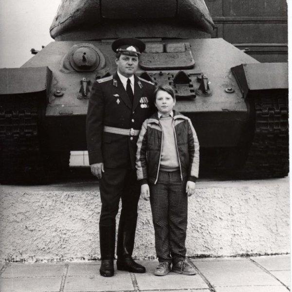 Николай Басков показал редкое семейное фото