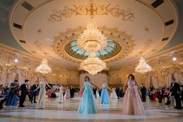 Дочери Екатерины Климовой и Владимира Соловьева произвели фурор в нарядах принцесс