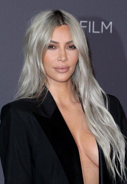 «Устала быть блондинкой»: Ким Кардашьян кардинально сменила цвет волос