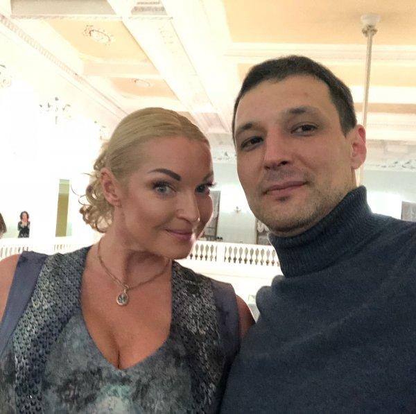 «Очередной альфонс»: Анастасию Волочкову обвинили за неумение выбирать достойных мужчин