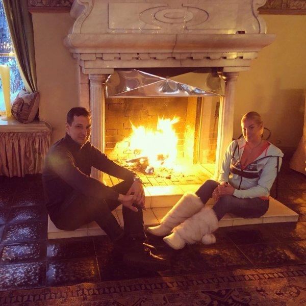 «Огонь и тепло»: Волочкова рассказала о романтическом вечере с любимым