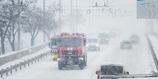 На Украине из-за непогоды без электричества остались около сотни населенных пунктов