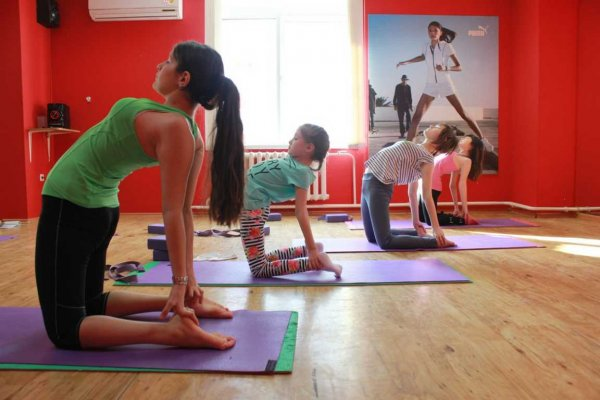 У китайской девочки отнялись ноги во время йоги